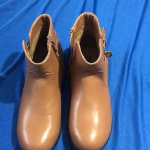 Ladies size 4 Michael Kors tan ankle boot